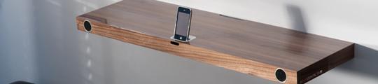 Uniek: Boekenplank met geïntegreerd iPhone Dock