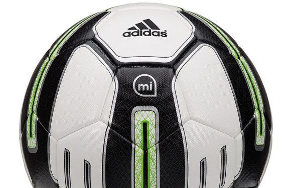 Adidas komt met slimme (en dure) voetbal om je skills te meten