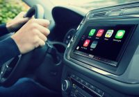 Minister Schultz: 'Mogelijk verbod op smartphone in de auto'