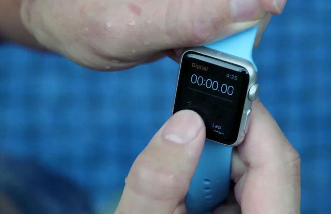 Video: zo waterbestendig is de Apple Watch