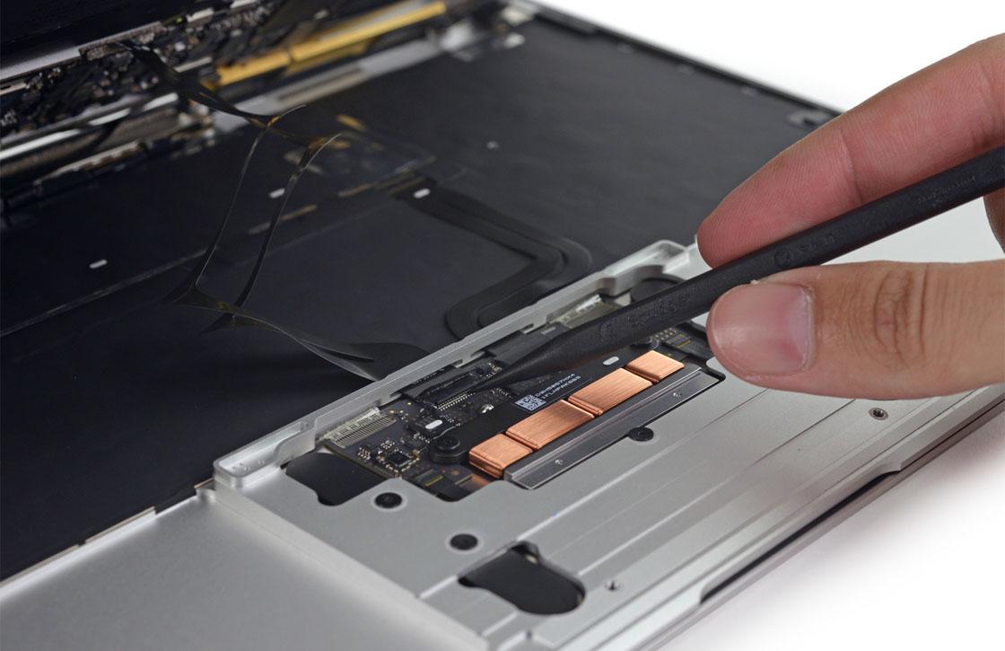 Foto's: zo ziet de nieuwe MacBook er van binnen uit
