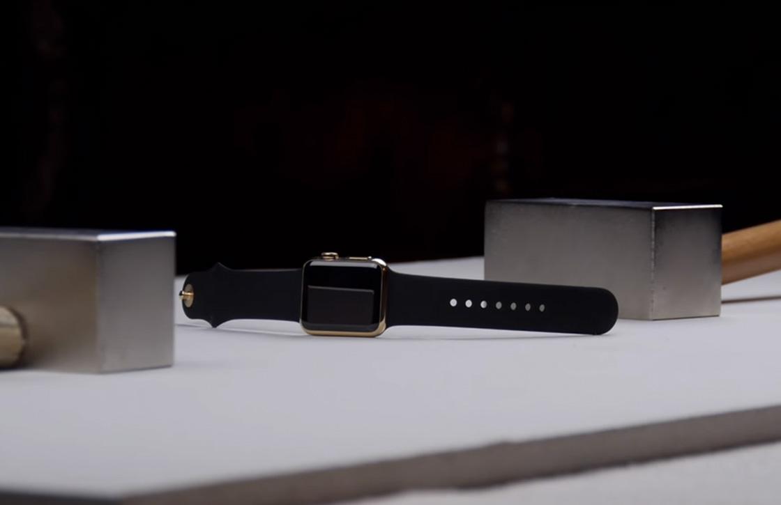 Au: YouTuber sloopt een gouden Apple Watch met magneten