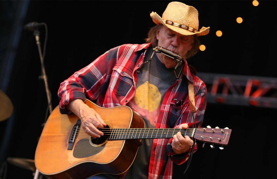 Neil Young haalt muziek van Apple Music en Spotify, kwaliteit is te laag