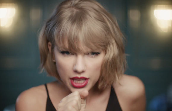 Taylor Swift playbackt er op los in nieuwe Apple Music-reclamespot