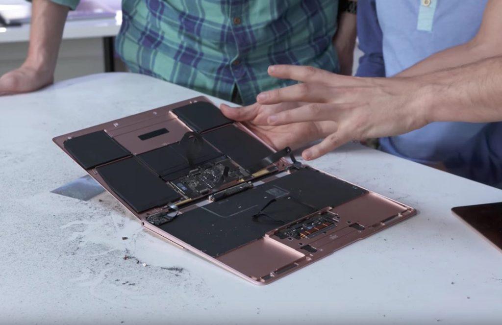 macbook door midden