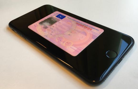 'Rond 2020 staat je rijbewijs op je iPhone, plastic pasje wordt overbodig'