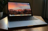 Gebruikers MacBook Pro (2016) klagen over krakend scharnier