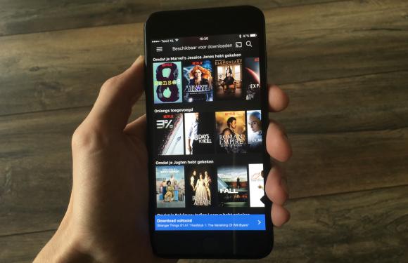 Eindelijk! Netflix laat je nu shows downloaden en offline kijken