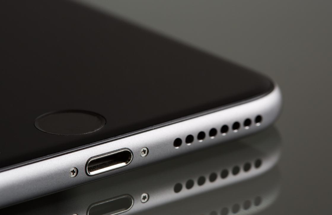Een iPhone die draadloos oplaadt is door deze investering dichterbij dan ooit
