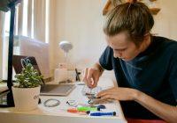 iPhones repareren als vakantiebaantje: zij verdienen er duizenden dollars mee