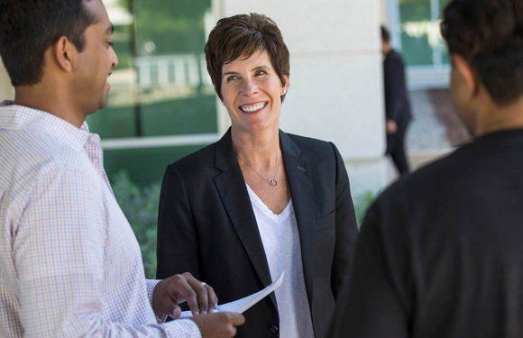 Apple stelt Deirdre O'Brien aan als 'vice-president voor mensen'