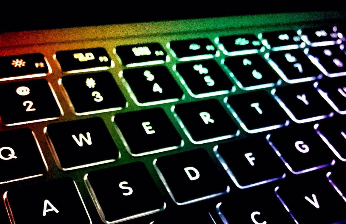 'Toekomstige MacBooks krijgen gekleurde verlichting voor nieuwe functies'