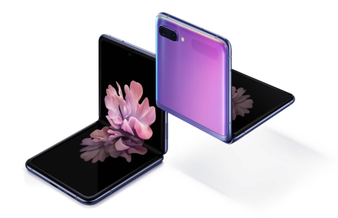 Galaxy Flip vs iPhone