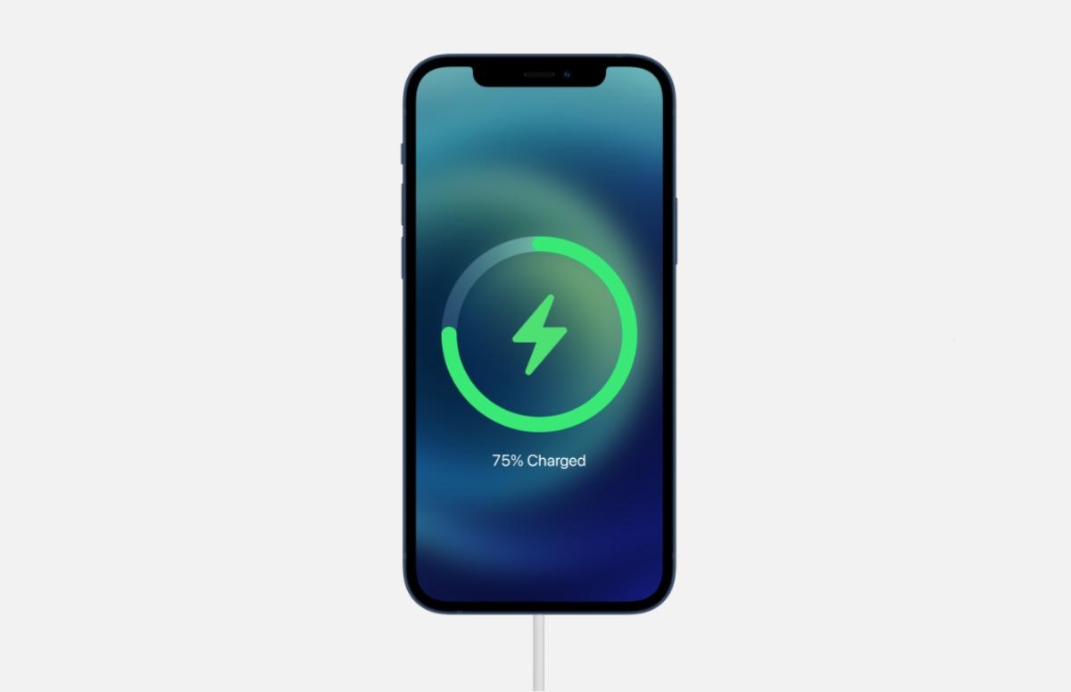 'iPhone 12 mini opladen gaat minder snel met de MagSafe-oplader'