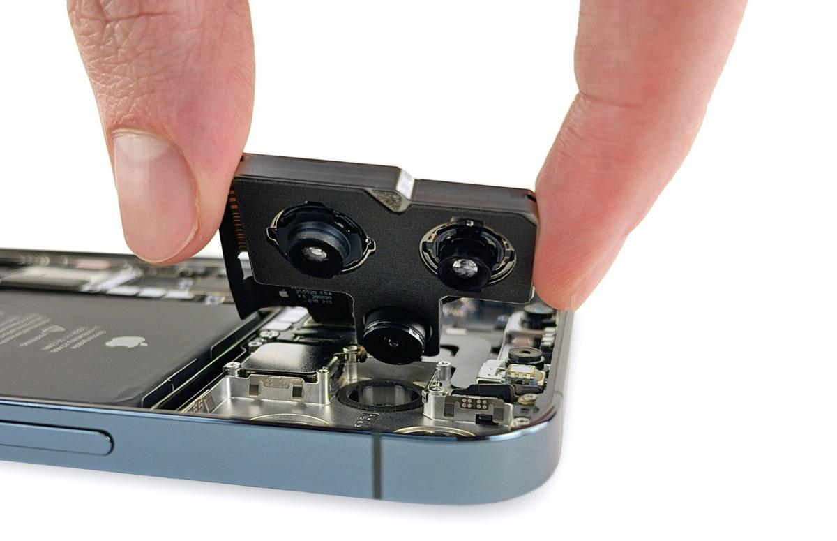 Teardown: Zo ziet de iPhone 12 Pro Max er van binnen uit