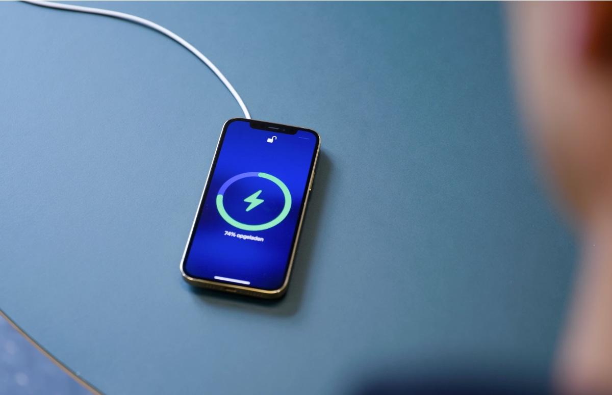 Gerucht: iPhone 13 kan AirPods en Apple Watch niet opladen
