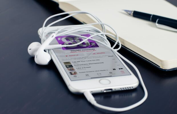 Apple Music met koptelefoon (in ear)