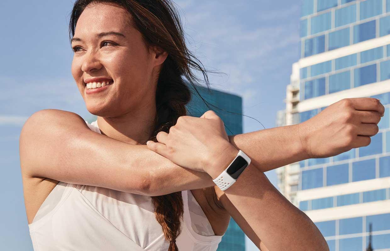 Fitbit Charge 5 officieel: kleurenscherm en meer opties achter abonnement