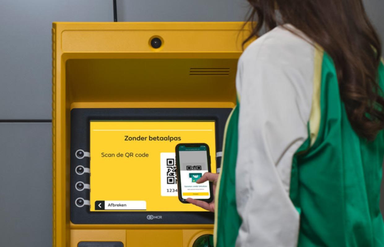 Geld pinnen met je iPhone: zo kun je zonder bankpas geld opnemen