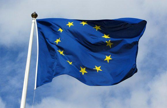 Bellen en sms'en naar een ander EU-land wordt stuk goedkoper